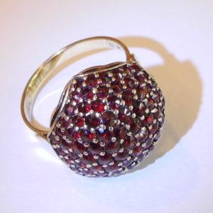 Außergewöhnlicher Designer Granat-Ring.