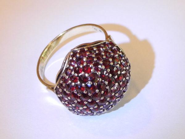Designer Granat-Ring